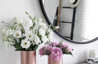 Des vases couleur cuivre