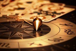 Pericolo della cartomanzia, tarocchi, sibille ed altri mezzi di divinazione magica, esoterica ed occulta