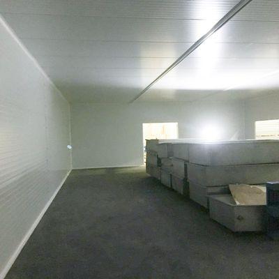 Laboratoire de 20m x 10m avec plafond suspendu