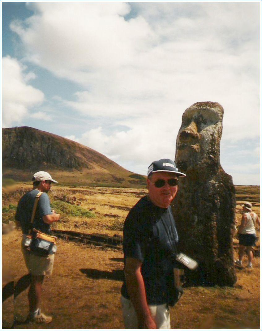 """Yves et le """"moai voyageur"""""""