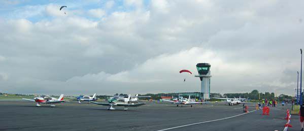 Les paras d'Abeille Parachutisme ont sauté tout le long de ce beau week end aéronautique.