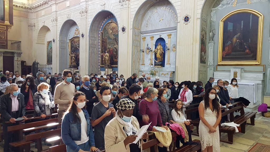 Chaque dimanche à La Madeleine, les premières communions. Reportage Laurent Silvestrini