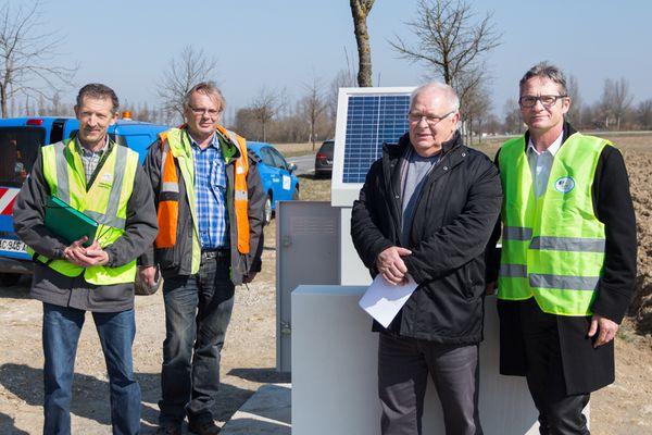 Le maire de Nambsheim entouré de Patrice Wilhelm, Jacob Robert et Didier Maquin de GRDF