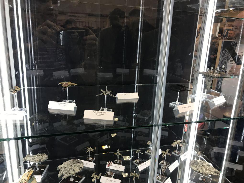 Les décors et vitrines du stand Flight Fantasy Games ,ou devrait je dire Asmodé avec ses licences !