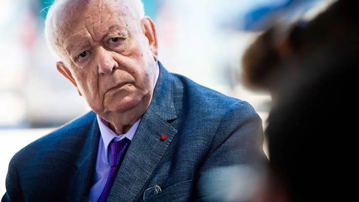 Jean-Claude Gaudin lors d'une visite de la future base nautique olympique à Marseille, en juin 2020.  CLEMENT MAHOUDEAU / AFP