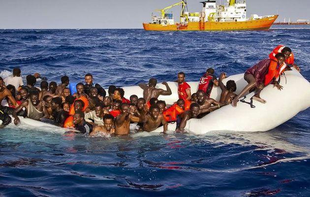 Malgré une intensification de la surveillance et du sauvetage, au moins 2700 personnes ont péri entre la Libye et l'Italie.