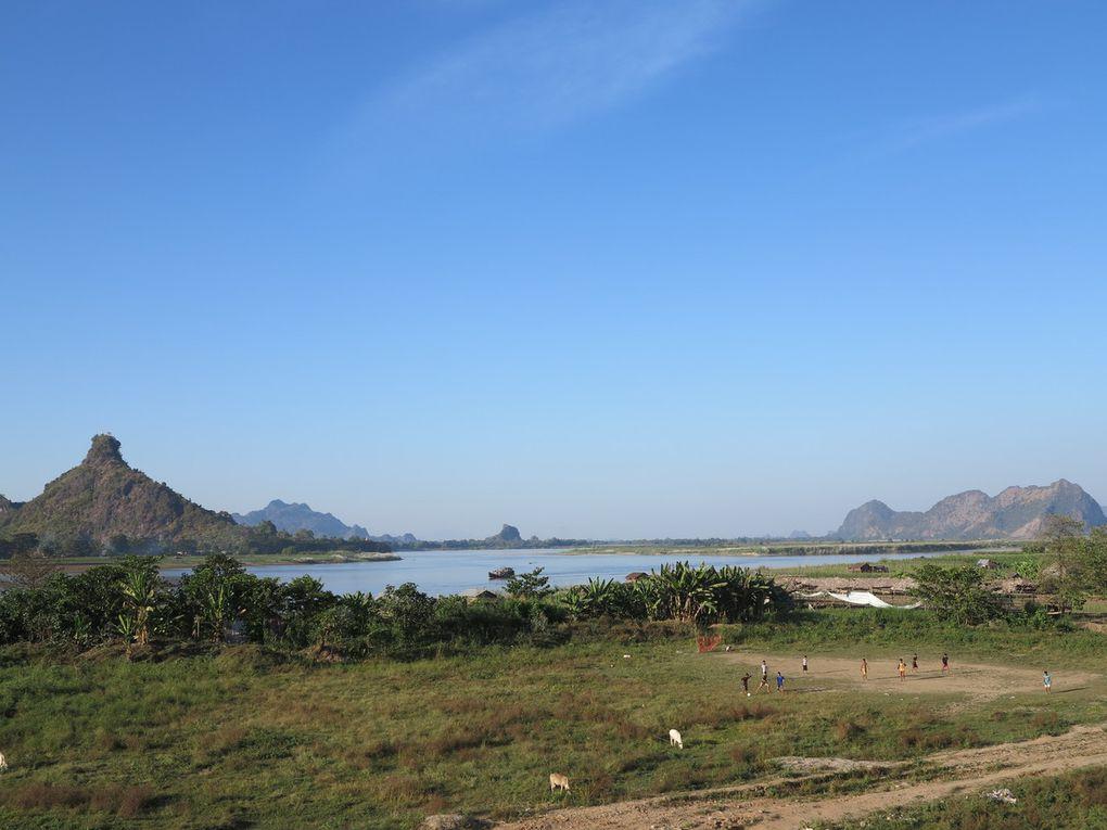 De Mawlamyaïne à Hpa An, on peut remonter en pirogue motorisée le fleuve Salouen. En approchant de Hpa An, apparaissent les étonnants cônes karstiques. En général, on visite la région truffée de grottes-pagodes en pirogue ou  moto-taxi collectif.