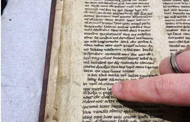 """Des fragments du conte arthurien """"Merlin"""" datant du XIII ème siècle découvert à Bristol"""