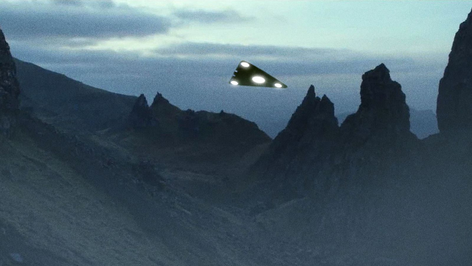 👽 TRIANGULAR UFO Sightings reported during Spring 2021 - The beginning of something HUGE ?