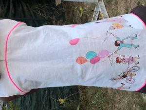 """Mistinguette de Her Little World, Tissu """"Parade Fabric"""" par Michael Miller, Passepoil rose fluo et coton marron."""