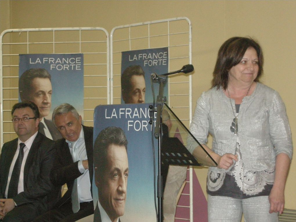 Dernière réunion publique de soutien à Nicolas SARKOZY animée par Jean-Marc ROUBAUD dans la salle Cantarello de Roquemaure.