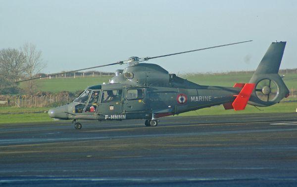 L'Aérospatiale AS-365N3 Dauphin 2 F-HNHN loué par la Marine Nationale.