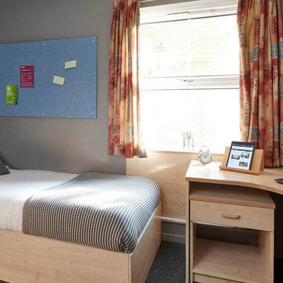 The Best Accommodations in Huddersfield to Ensure Transport Connectivity for University Students