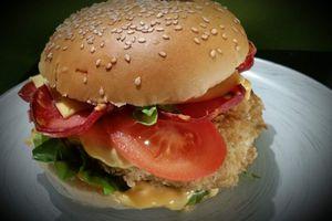 Hamburger de poisson et chorizo