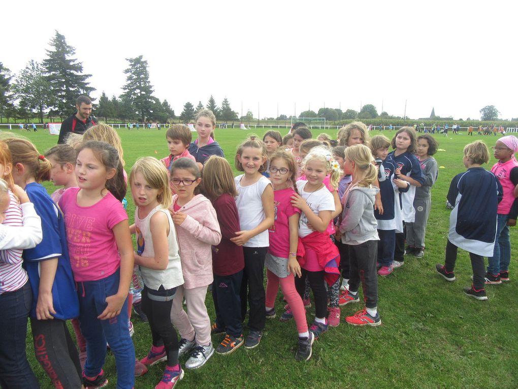 On mélange les écoles , les garçons et les filles  et on fait des équipes de 4.