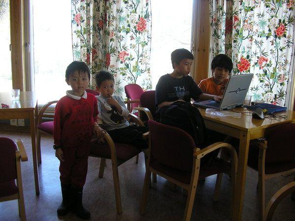 Lớp đàn Tranh Oslo do Phi Thuyền cùng với Quỳnh Như và Kim Phượng trách nhiệm tô² chức. Lớp học được học với Phương Oanh hai hay ba lần trong một năm tùy theo ngân khoản mà hội có được. Mặc dù