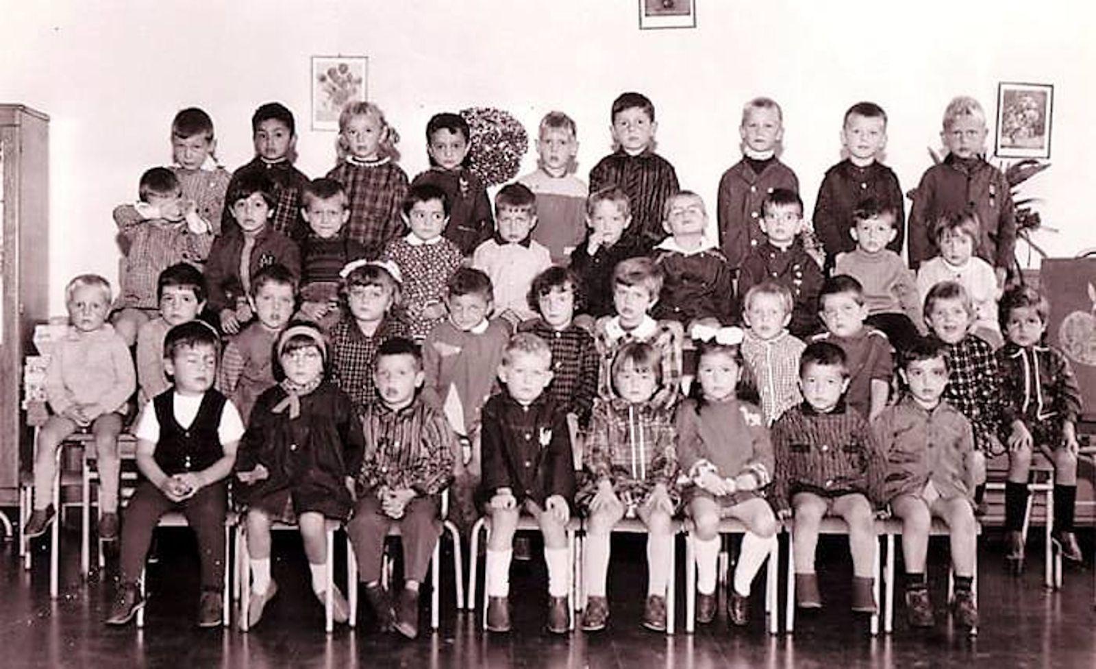Classe de maternelle pour l'année scolaire 1968 - 1969 avec Mme