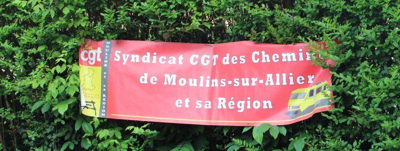 Rassemblement réussi devant la gendarmerie de Cosne en soutien à Laurent Indrusiak