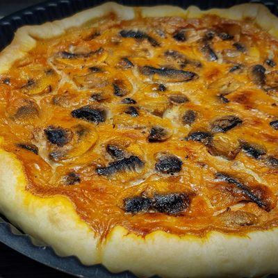 Tarte à la bisque de langoustines, crevettes grises et champignons de Paris