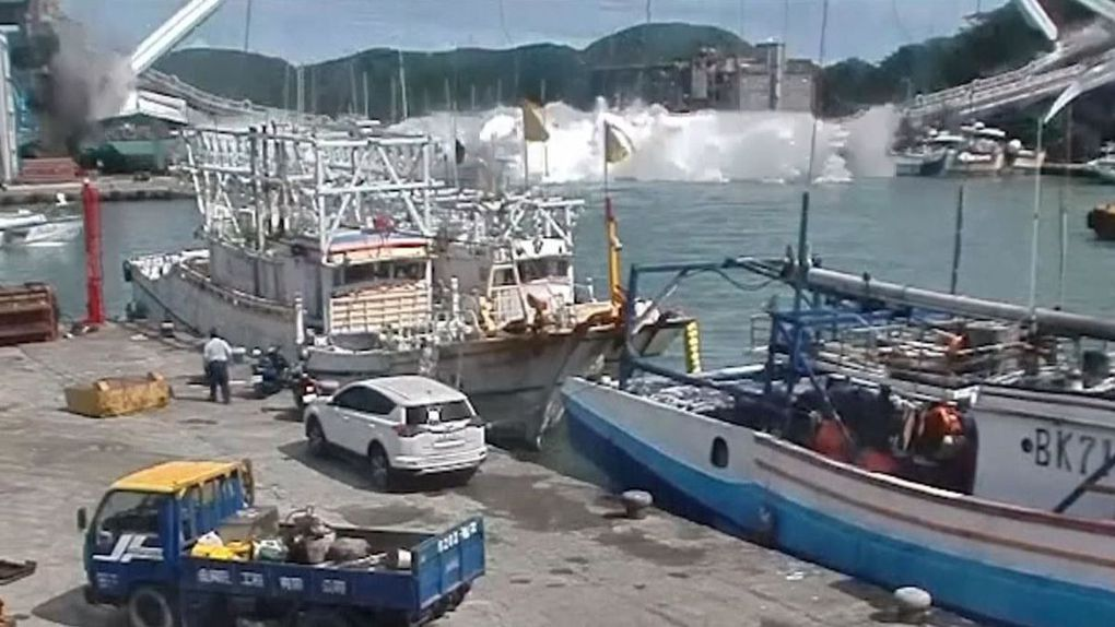 Un pont s'effondre à Taïwan, 6 personnes piégées dans les décombres