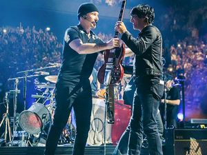 U2 & Eagles Of Death Metal après le concert 07/12/2015