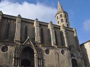 La collégiale Saint-Michel, vue de côté.  (clic pour agrandir)
