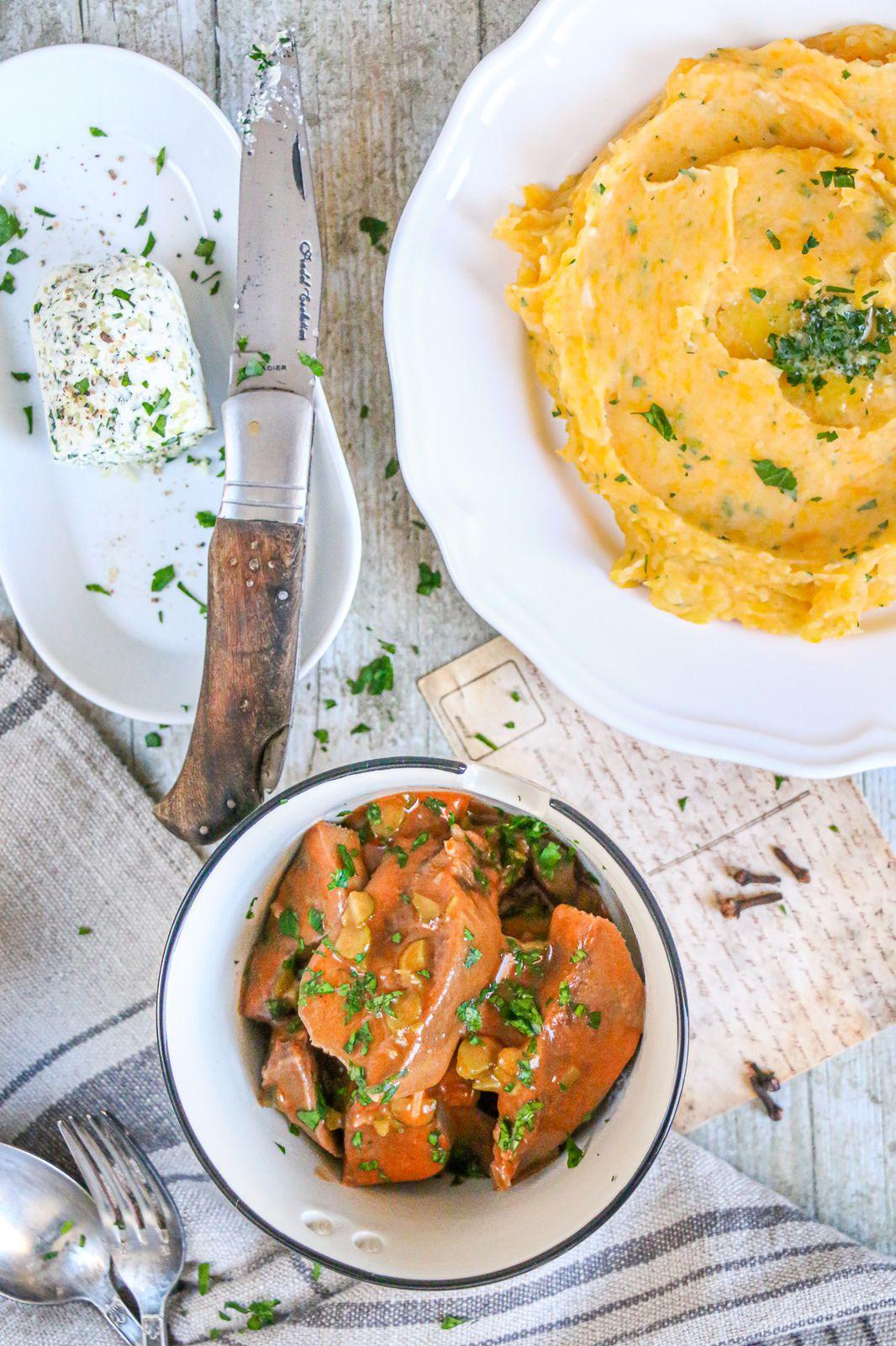 Langue de bœuf sauce piquante & purée au beurre d'ail