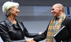 Lagarde e Varoufakis si scambiano la sciarpa Burberry