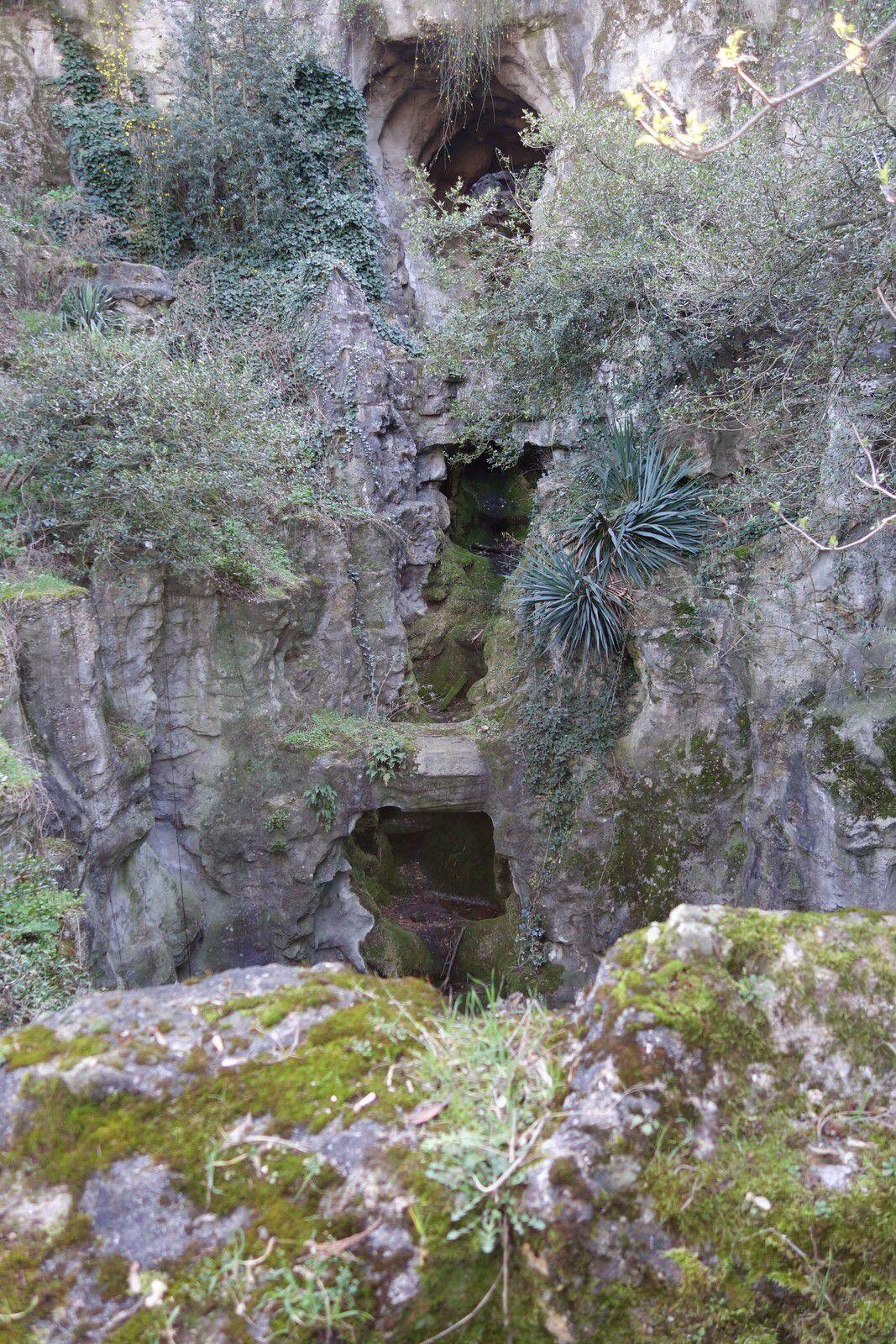 Je ne suis pas passée à la grotte où arrive la grande cascade car elle était à sec et il y avait trop de monde.