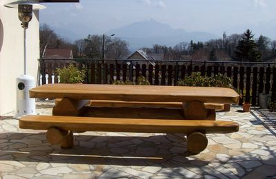 Table de jardin en bois massifs
