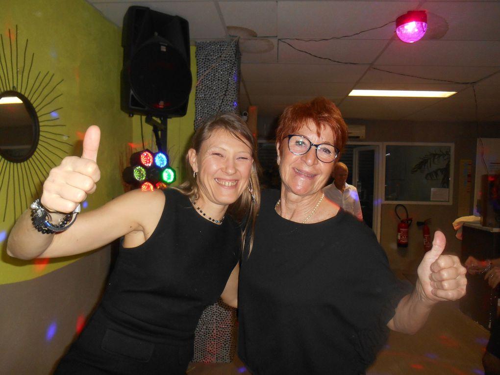 Un grand merci à nos organisateurs et notre DJ pour ce beau Réveillon.....