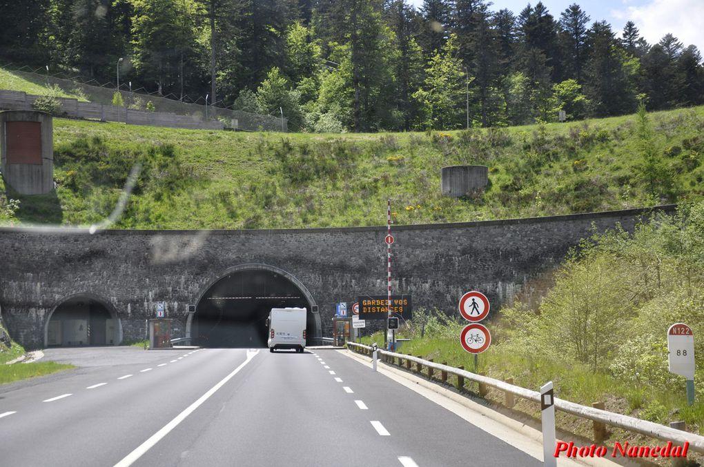 Diaporama : 3 photos. Nous traversons le Lioran et passons sous le tunnel du Lioran.