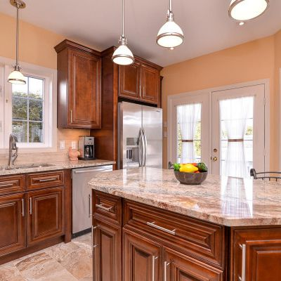Planning Kitchen Décor? Solid Wood Cabinet should be Your First Choice