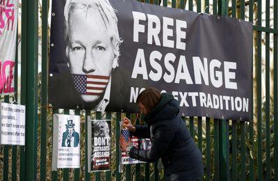 """[Vidéo] L'expulsion d'Assange de l'ambassade a été coordonnée sur """"ordre direct du président étatsunien"""", a déclaré la Cour (Sputniknews)"""
