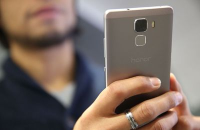 Un Français sur deux préfère son smartphone au sexe ! Sondage sur l'addiction des français