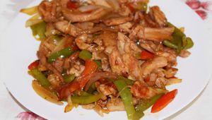 Pollo con pimientos estilo chino