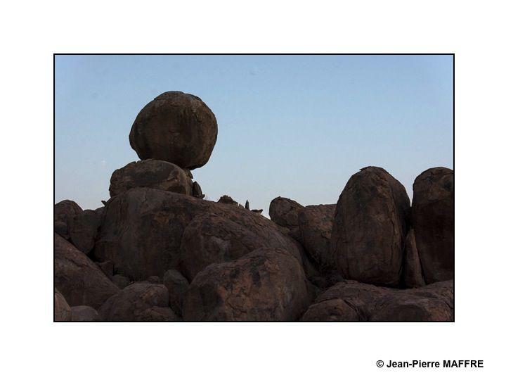 Situé entre le désert du Kalahari et l'océan Atlantique sud, la Namibie regorge de paysages hors du commun.