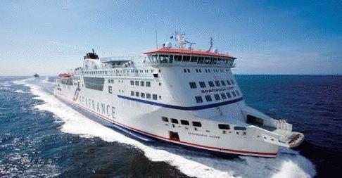 Un ferry de SeaFrance romp ses amarres et percute un navire cablier