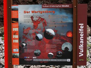 Didactic panel of  Wartgesberg and thumbnail showing the extracting of the bomb of  1.46 T by carriers. - a click to open - Photo © Bernard Duyck 08.2015