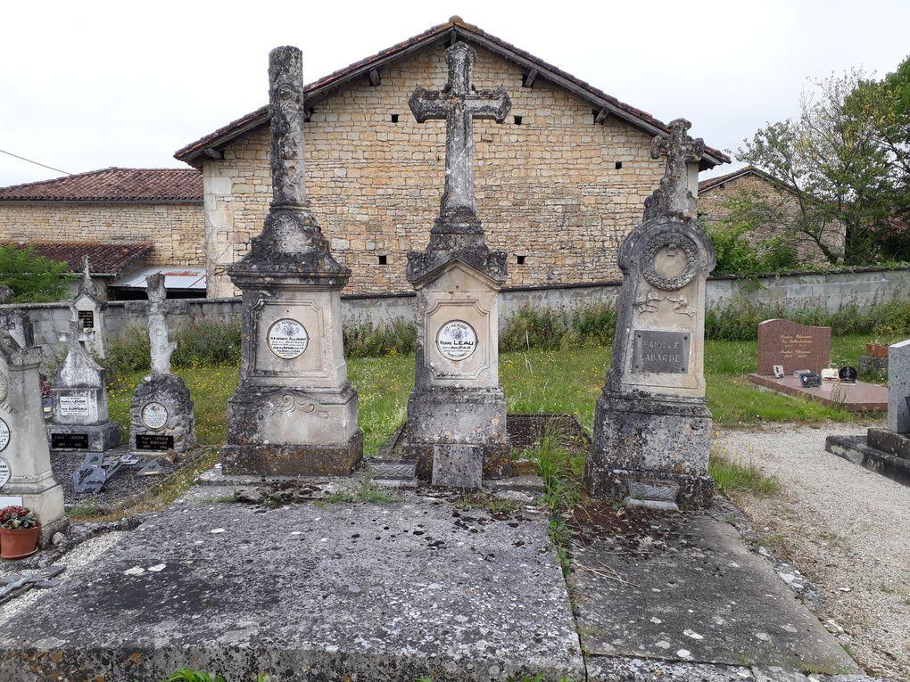 - Moutonneau, église Saint-Vivien et château -