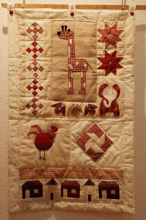 """voici un bel échantillon des ouvrages réalisés par les adhérentes du """"fil d'Ariane, club de patchwork d'Epinal-remiremont"""