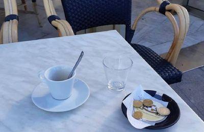 Les Français renouent avec leurs terrasses de café et leurs musées