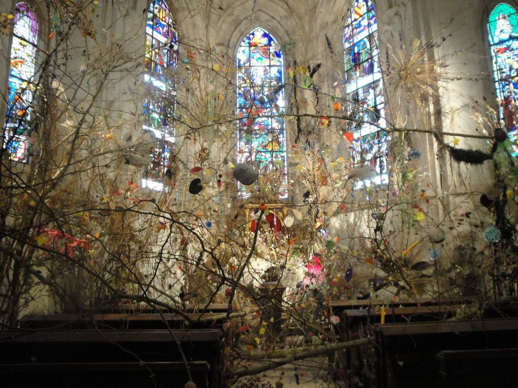 la dernière photo représente la chapelle végétalisée par un artiste... un peu fouillis à mon goût mais singulier !