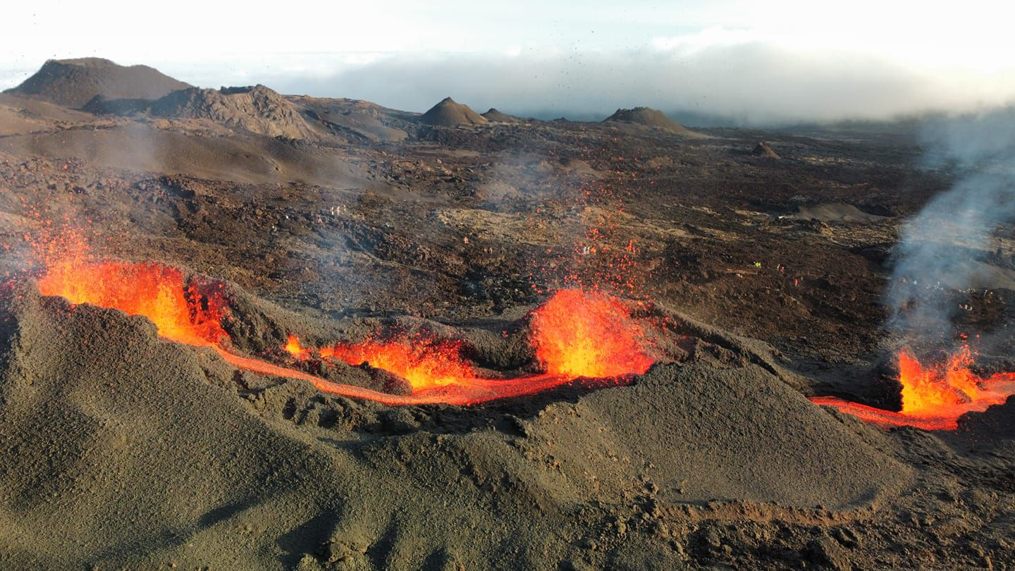 Piton de La Fournaise - 07.12.2020 the eruptive fissure - photo © Vincent Cheville / Lava tunnels -Rando Volcan