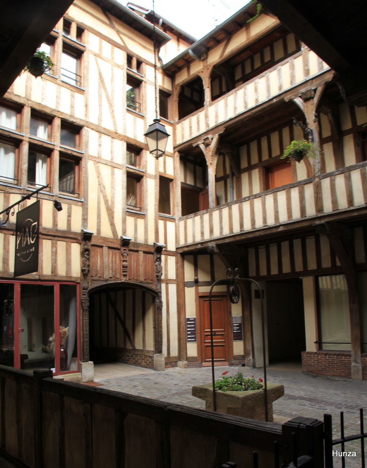 Troyes, cour du Mortier d'Or