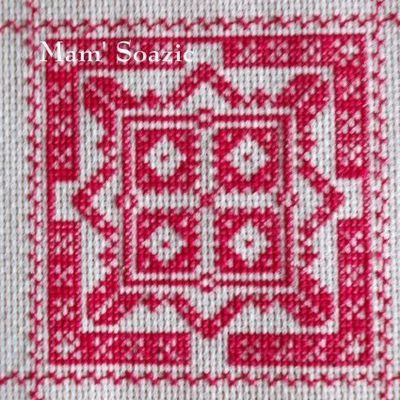 SAL : Plaid Broderie Rouge... Grille  20 / H12