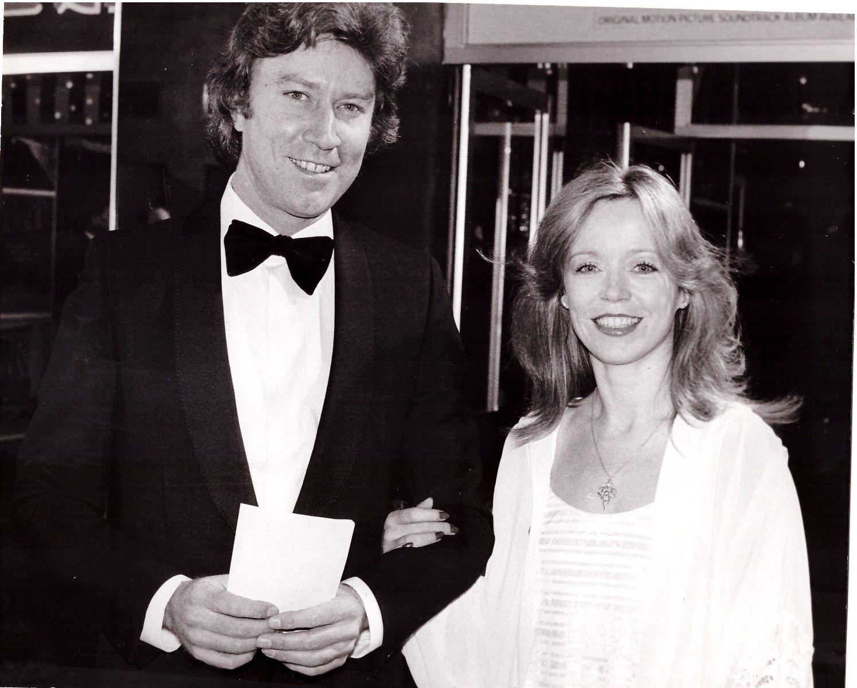 Angharad Rees et Robin Ellis.