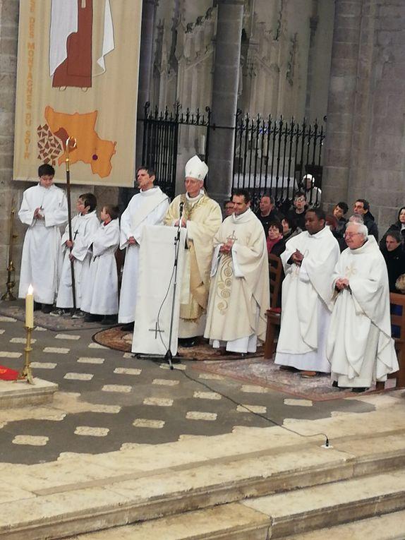 """Inauguration de la grande paroisse """"Ste-Claire-Ste-Thérèse-en-Forez lors de la messe du 12 janvier  2020 à Notre Dame."""