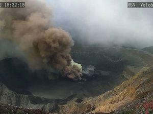 Evolution du panache éruptif du Poas respectivement à 15h19, 15h22 et 16h03 - un clic pour agrandir les photos prises par RSN