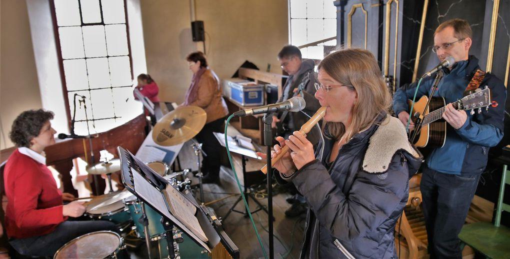 Die Band Kontiki sorgte instrumental und mit Gesang für einen stimmungsvollen musikalischen Rahmen.